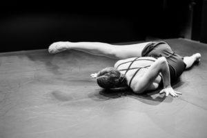 Reportage photo spectacle de danse : danseuse sol scène
